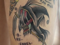Татуировка смерть на бедре