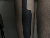 Татуировка нож на икре