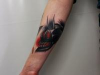 Татуировка страшного черепа на руке