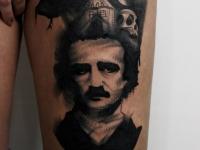 Татуировка - Чарли Чалин, дом, череп на руке