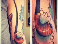Татуировка трубка на плече