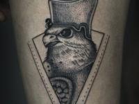 Татуировка ястреб в шлеме