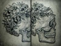 Татуировка цветы на черепе