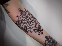 Татуировка рука в узорах