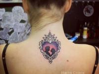Татуировка влюбленные в сердечке