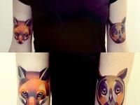 Татуировка сова и лисица на плече