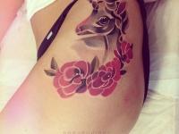 Татуировка единорог на боку
