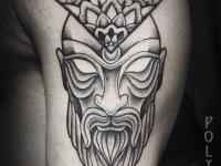 Татуировка злой колдун с прозрачными глазами на плече