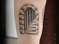 Татуировка лестница на плече