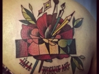 Татуировка цветок и кисти