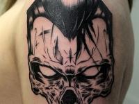 Татуировка череп на плече