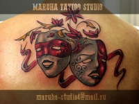 Татуировка маски на спине