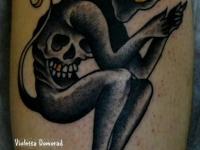 Татуировка чёрт на икре