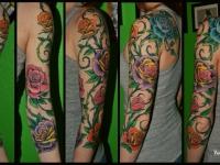 Татуировка розы на плече