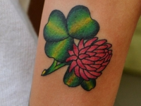 Татуировка Клевер на предплечье