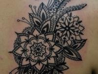 Татуировка узор на лопатке