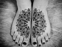 Татуировка узор на стопе