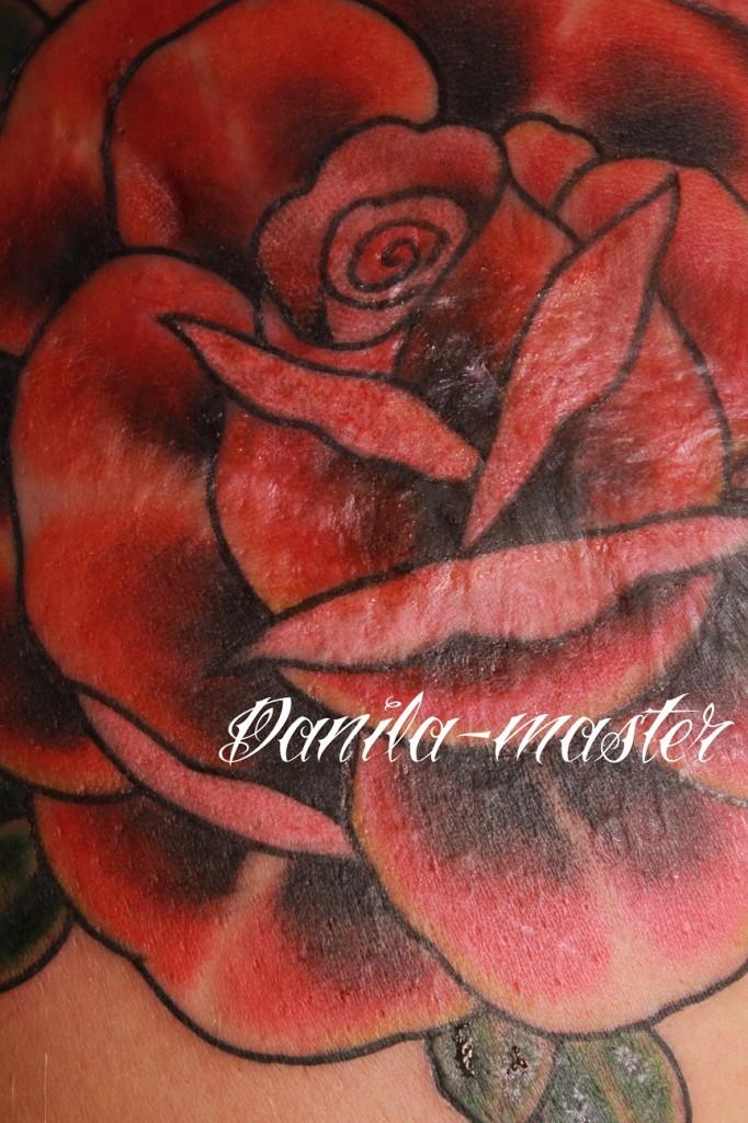 Татуирока роза