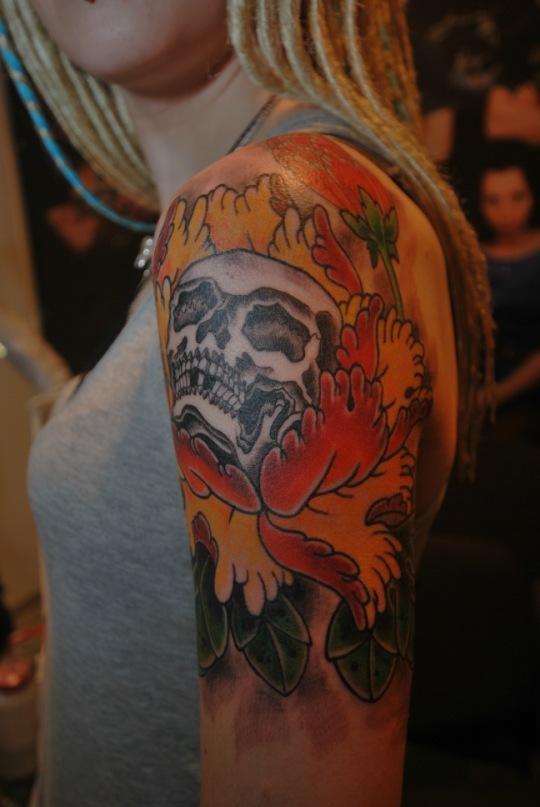 татуировка old scholl tradition tattoo ЧЕРЕП пион