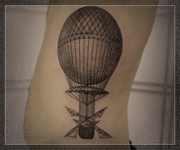 Татуировка Воздушный шар. Мастер Михаил Колесников