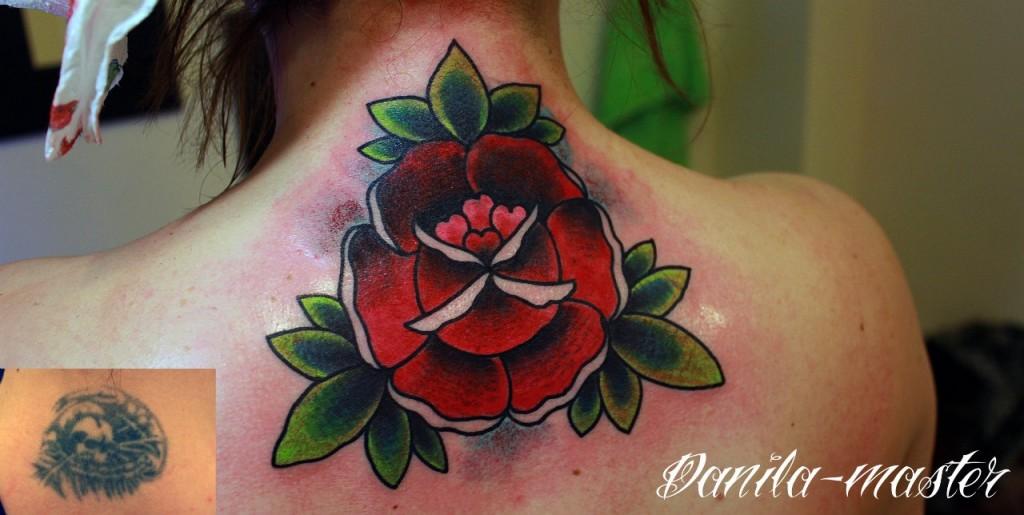 Роза. Перекрытие старой татуировки. Данила - Мастер.