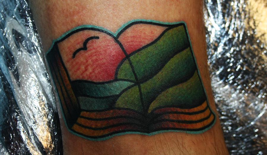 татуировка книга с пейзажем по собственному дизайну/рисунку...сделана на ноге. мастер Егор Лещёв