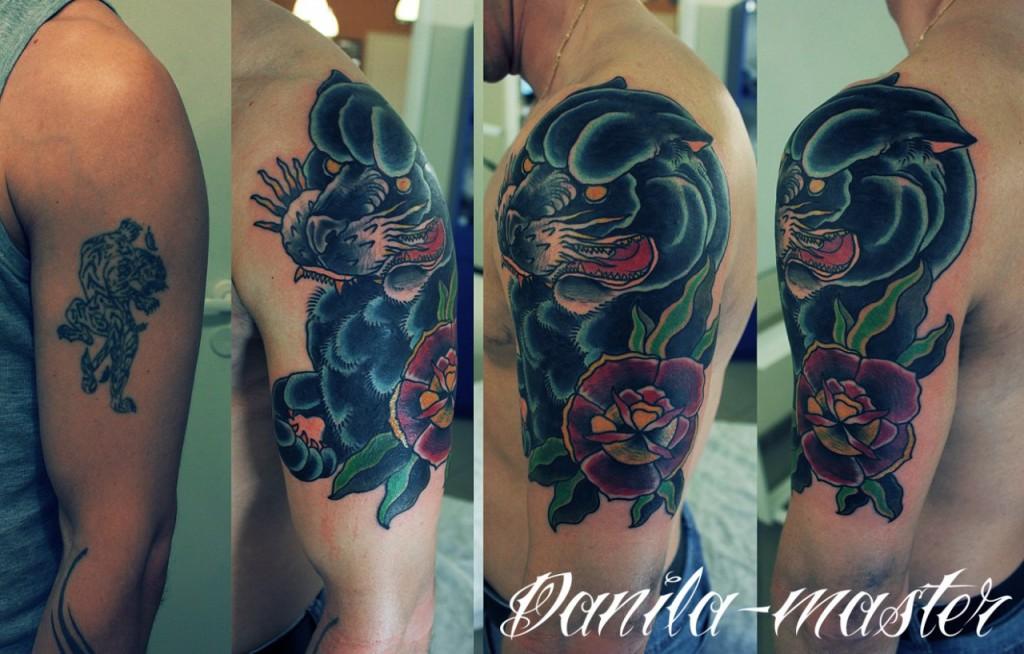 Художпестенная татуировка выполенная в стиле традиционной татуировки. Рисунок для перекрытия старой татуировки создан мастером по индивидуальному заказу клиента. На выполеннение работы было потрачено около 3,5 часов.