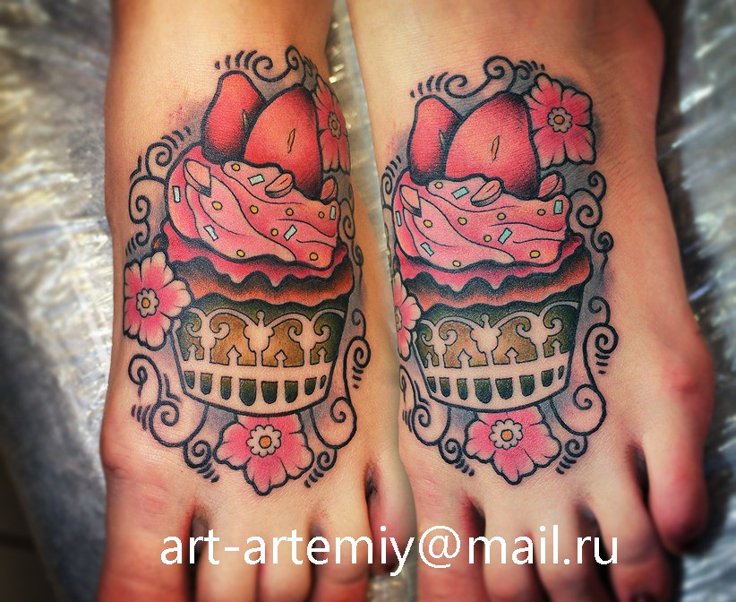 Художественная татуировка Пирожное. Мастер Артемий Жаравин (Жан)