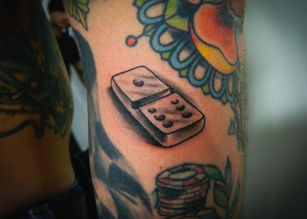 """Художественная татуировка """"Домино"""". Мастер Денис Марахин. Расположение: предплечье."""