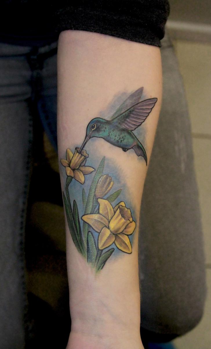 """Татуировка """"Колибри"""". Мастер Павел Заволока. Расположение: предплечье."""