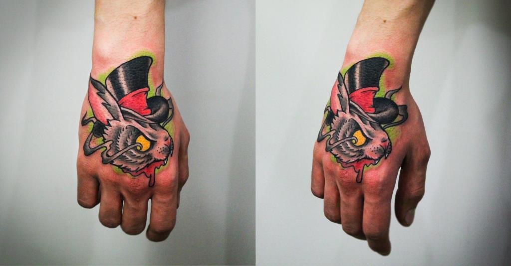 """Художественная татуировка """"Кролик"""". Мастер Денис Марахин. Расположение: кисть."""