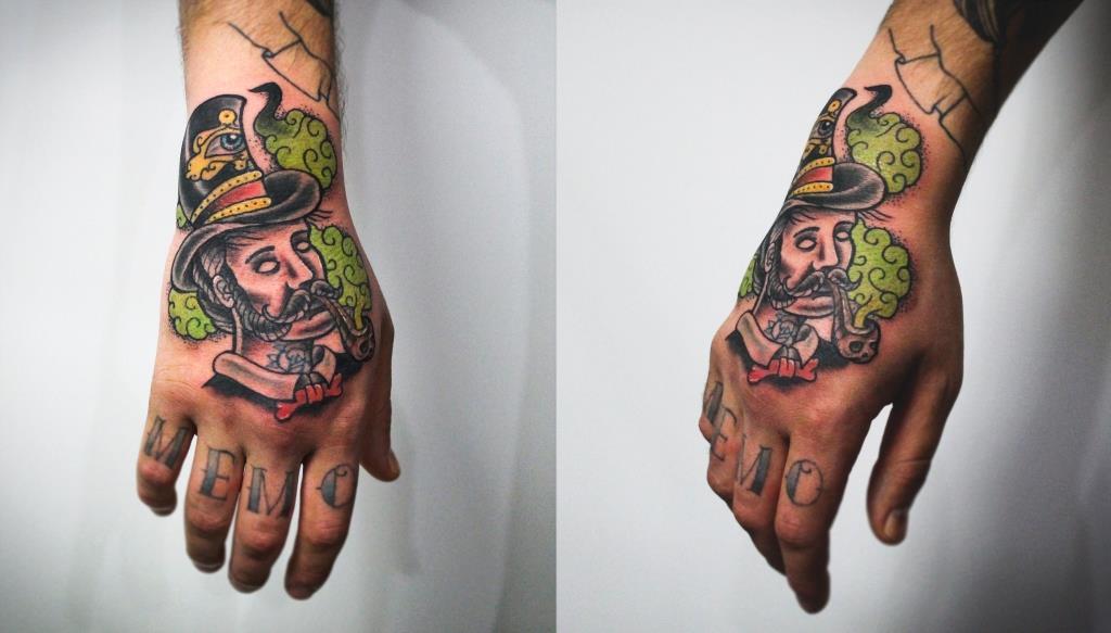"""Художественная татуировка """"Мужик"""". Мастер Денис Марахин. Расположение: кисть."""