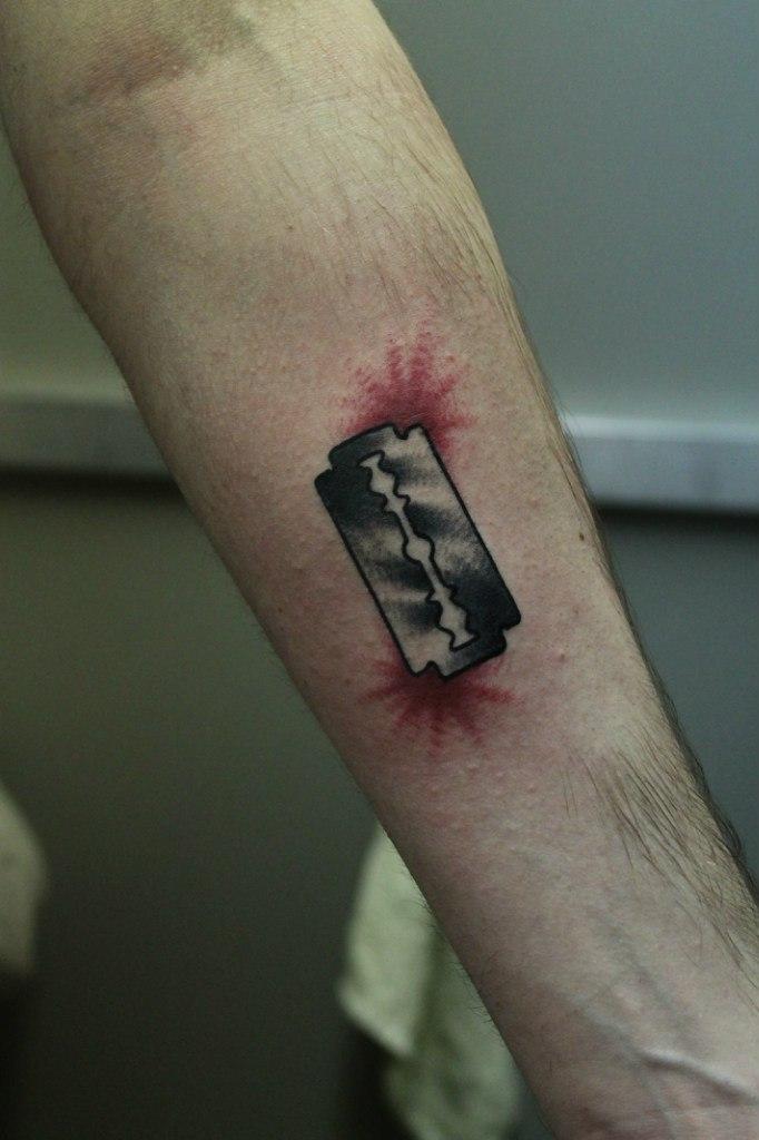 """Художественная татуировка """"Бритва"""". Мастер Валера Моргунов."""