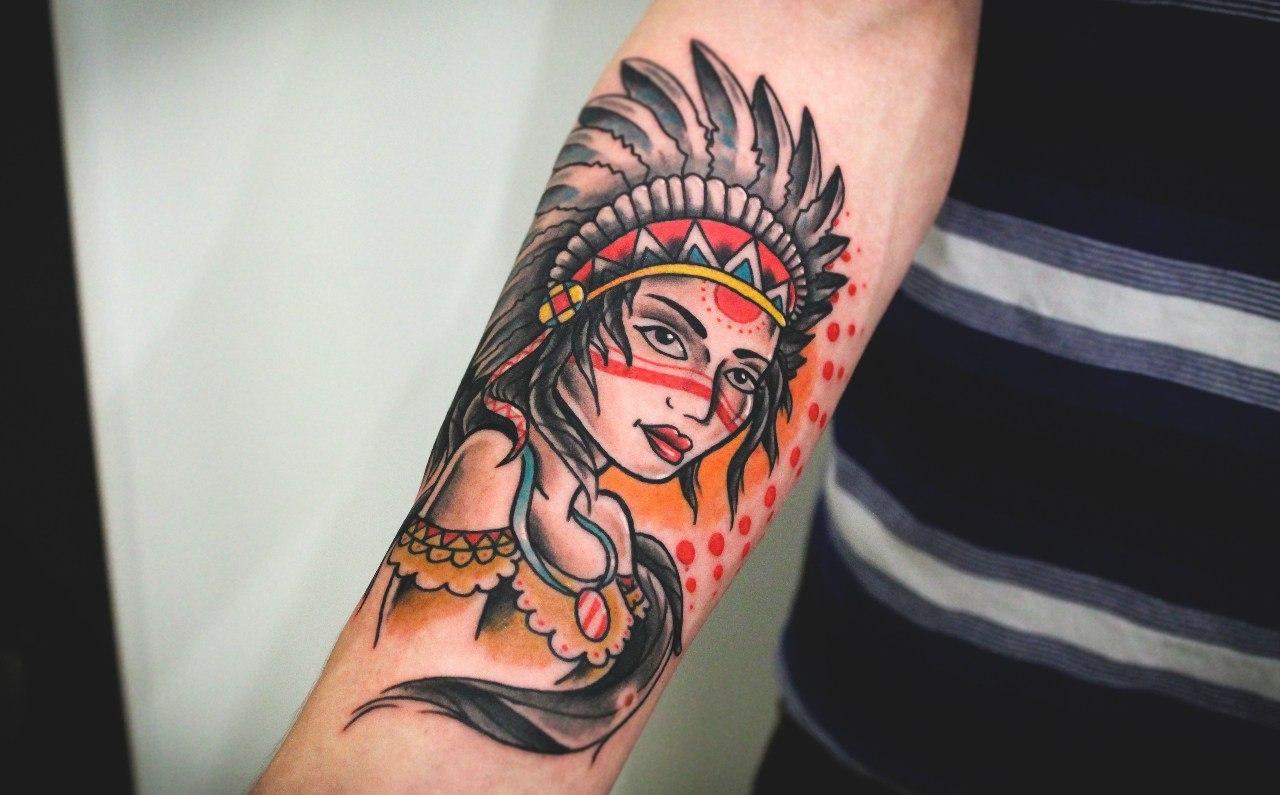 """Художественная татуировка """"Девушка индеец"""". Мастер Денис Марахин. Расположение: предплечье."""