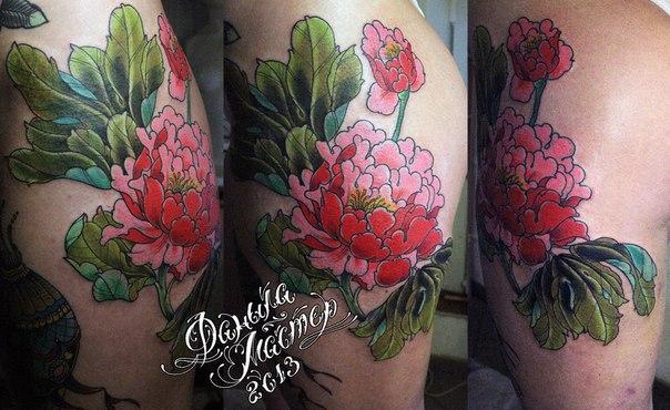 """Художественная татуировка """"Пионы"""". Данила-мастер."""