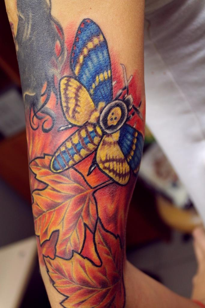 """Художественная татуировка """"Бабочка с листами"""". Мастер Евгений Химик."""