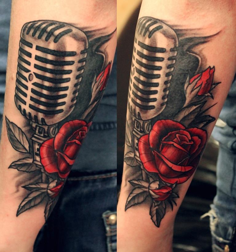"""Художественная татуировка """"Микрофон"""". Мастер Павел Заволока."""
