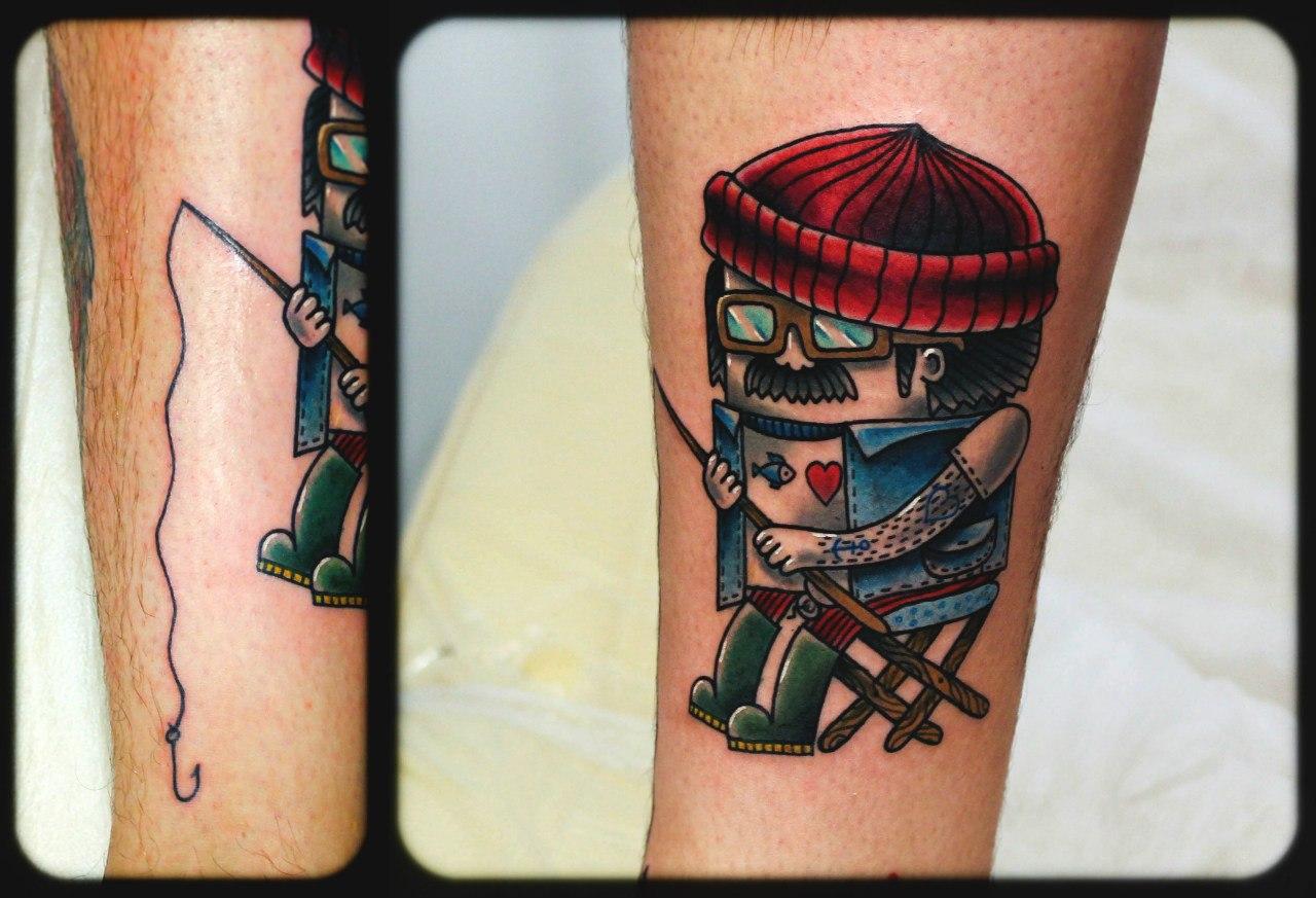 """Художественная татуировка """"Рыбак"""". Мастер Денис Марахин. Расположение: голень."""
