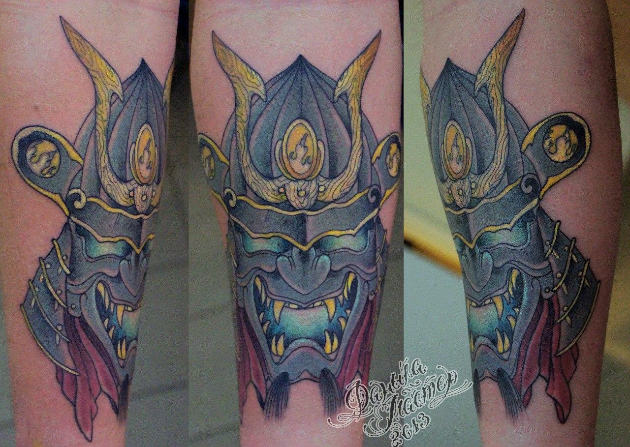 Художественная татуировка Самурайский шлем. Мастер Даниил Шумков.