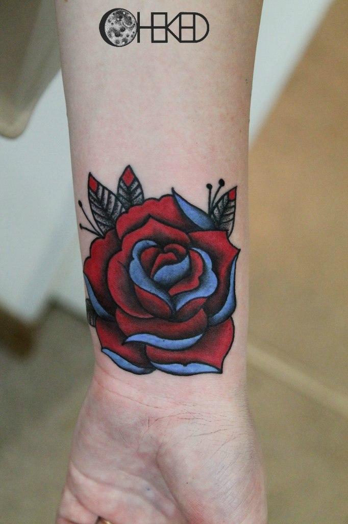 """Художественная татуировка """"Роза"""" от мастера Алисы Чекед."""