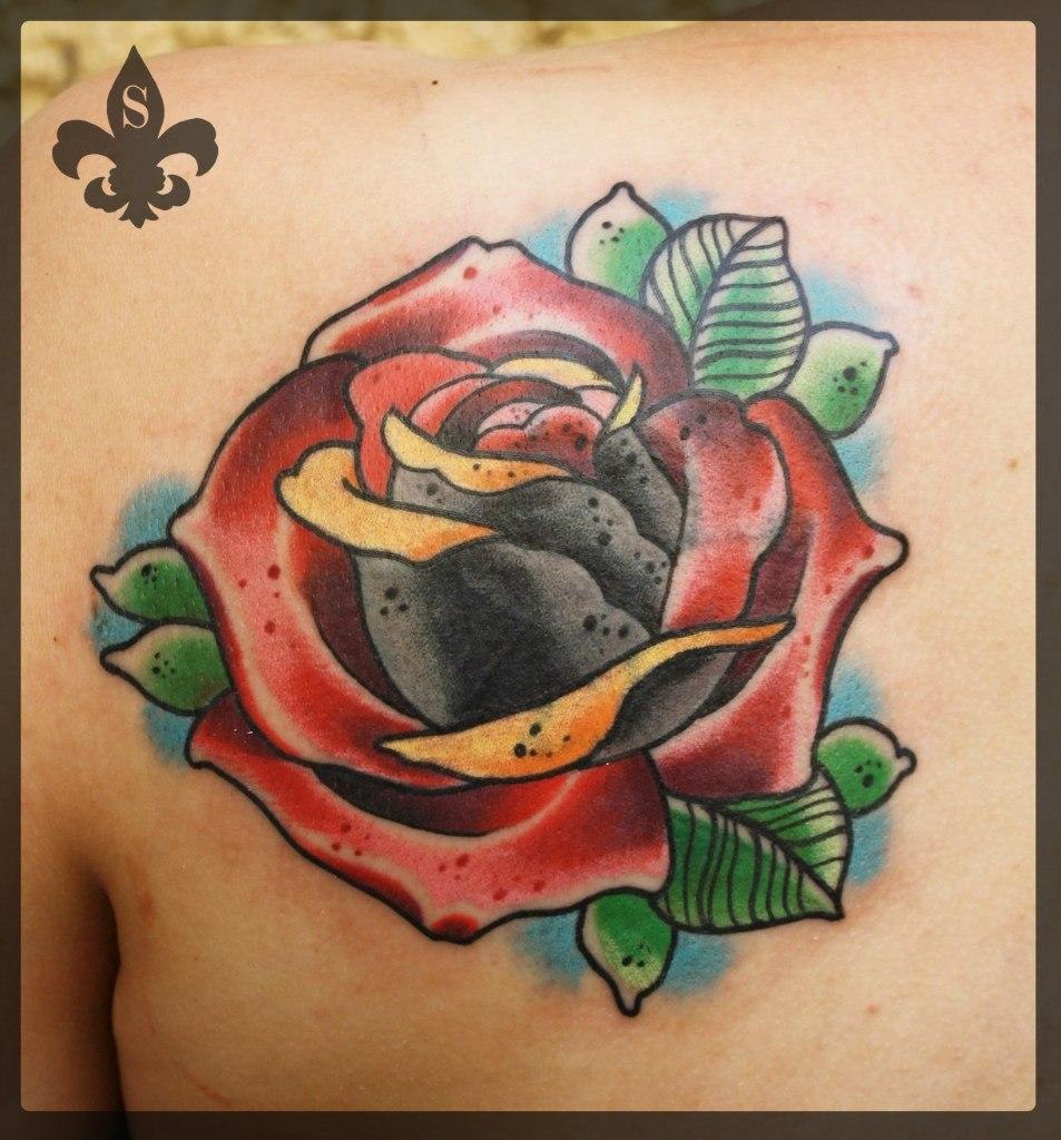 """Художественная татуировка """"Роза"""" от Александра Соды."""