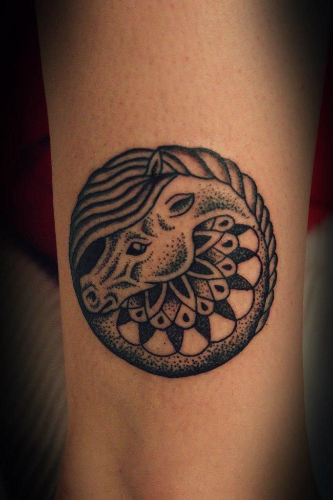"""Художественная татуировка """"Лошадка"""". Мастер Алиса Чекед."""