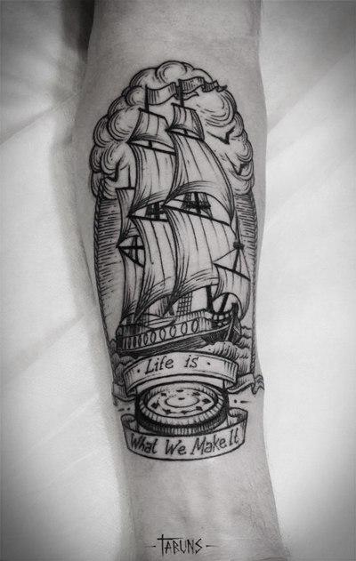 """Художественная татуировка """"Корабль"""" от Саши Табунс"""