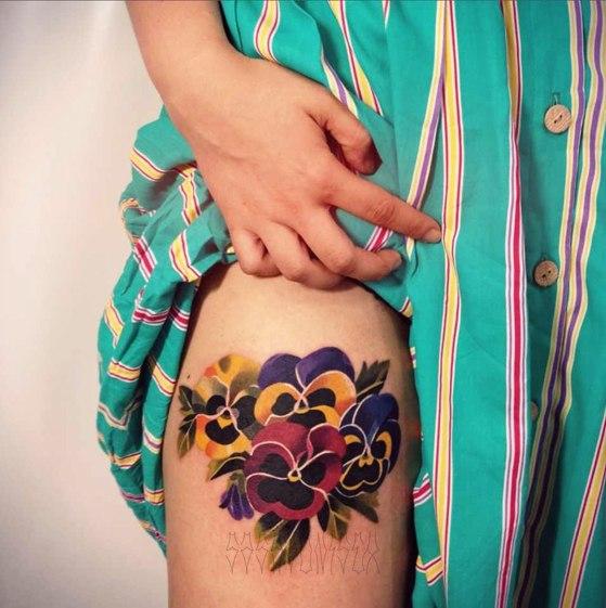 Художественная татуировка «Анютины глазки». Мастер Саша Unisex.