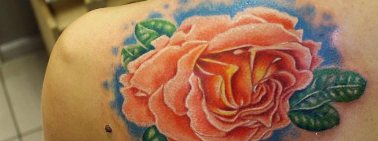 Художественная татуировка «Роза». Мастер Евгений Химик.