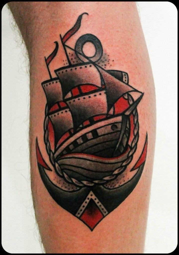 Художественная татуировка «Корабль». Мастер Денис Марахин.