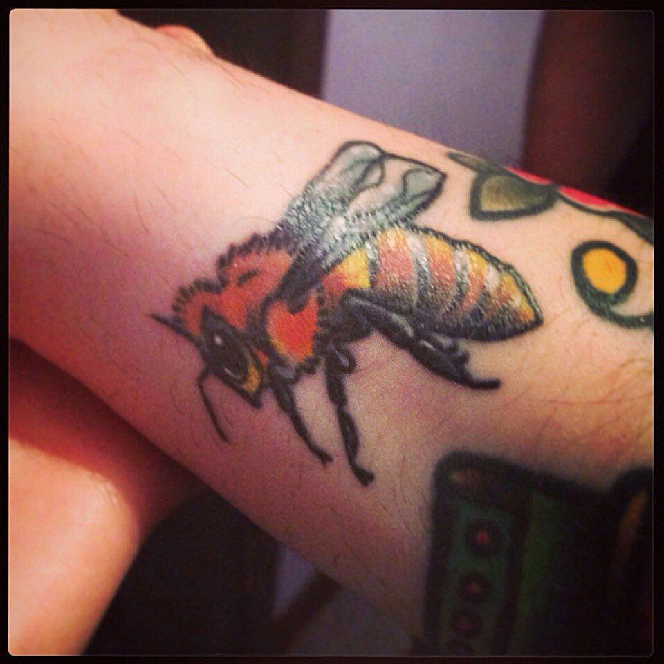 """Художественная татуировка """"Шмель"""". Мастер Катя Луч."""