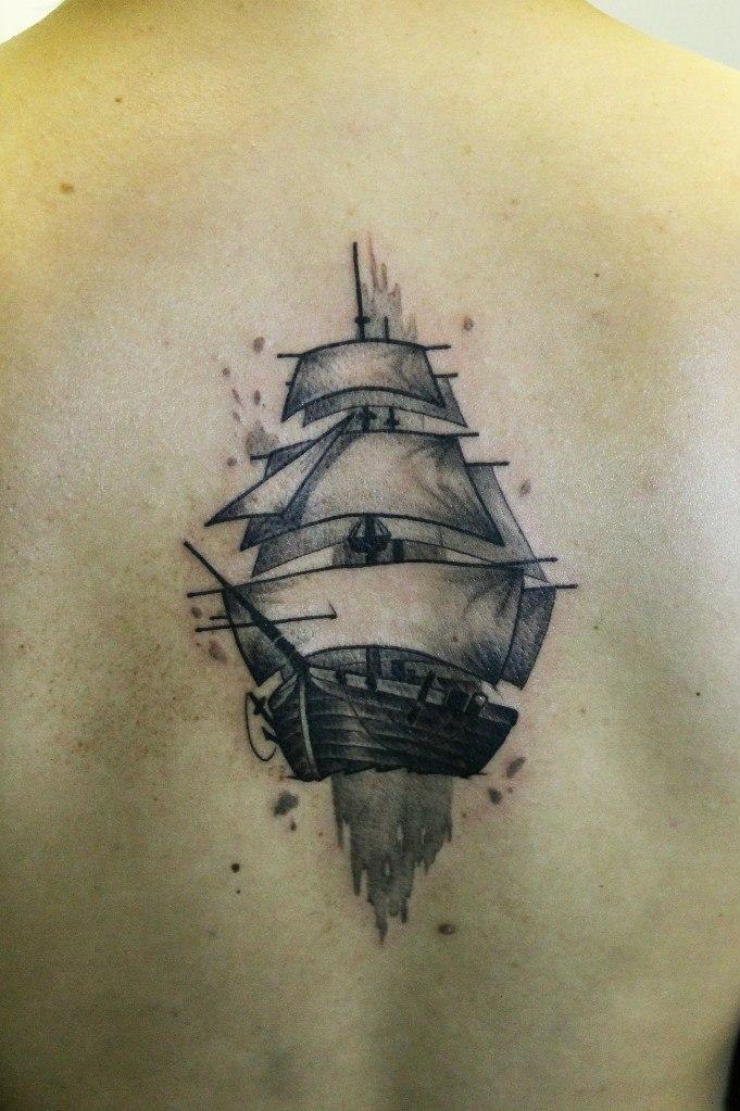 художественная татуировка «Корабль». Мастер Павел Заволока. Расположение: спина.