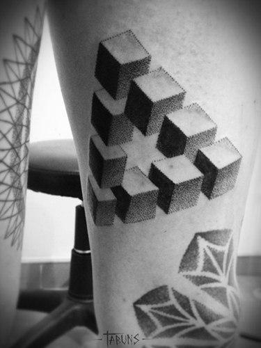 Геометрическая татуировка от мастера Саши Табунс.