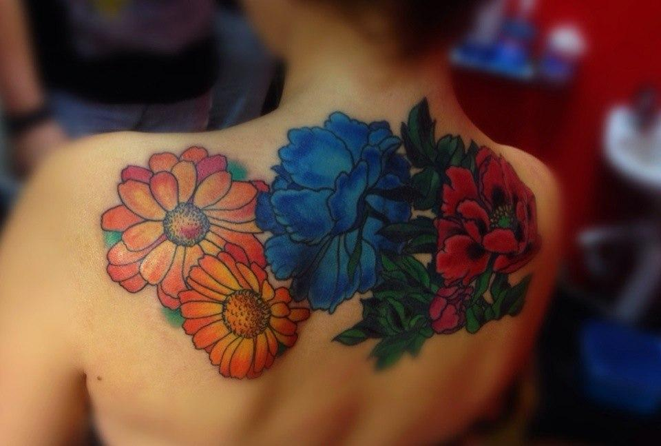 """Татуировка """"цветы"""". Выполнена на спине. Мастер Артем Михайлюта."""